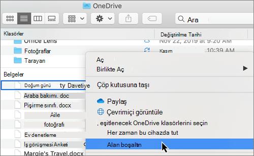 Mac 'te Finder 'daki Isteğe bağlı OneDrive dosyalarının ekran görüntüsü