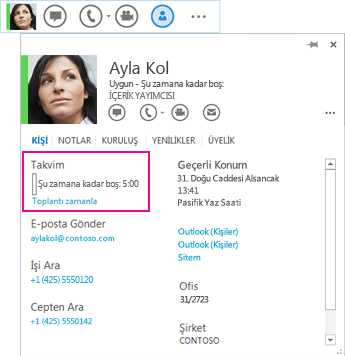 Kişinin, vurgulanmış bir toplantı zamanlaması ve takvim içeren kişi kartının ve Hızlı Lync'in ekran görüntüsü