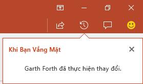 PowerPoint for Office 365 cho bạn biết người đã thực hiện thay đổi cho tệp dùng chung trong khi bạn vắng mặt