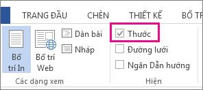 Ảnh chụp màn hình của tab dạng xem trong Word 2013, Hiển thị tùy chọn thước được chọn và được tô sáng.