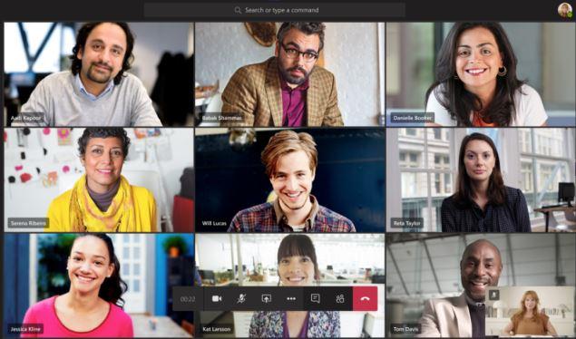 Ảnh chụp màn hình của cuộc họp nhóm với chín dòng video Hiển thị