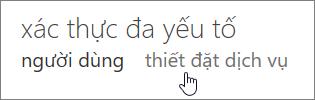 Trang xác thực đa yếu tố với một bàn tay trỏ vào liên kết cài đặt dịch vụ.