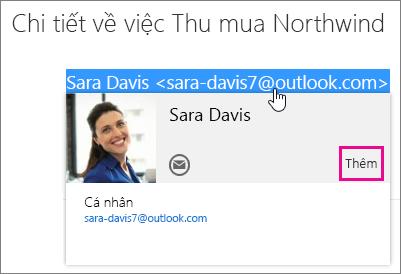 Ảnh chụp màn hình cho thấy một phần của thông điệp email trên trang Thư Outlook. Người gửi thư được tô sáng và thẻ liên hệ của người nhận đó xuất hiện. Có khung chú thích cho lệnh Thêm trên thẻ liên hệ.